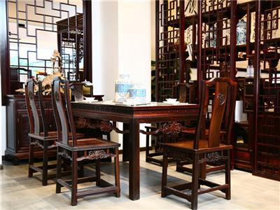 鸿庭轩:餐桌